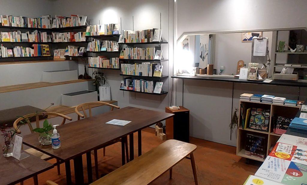 本屋ルヌルンガのカフェスペース