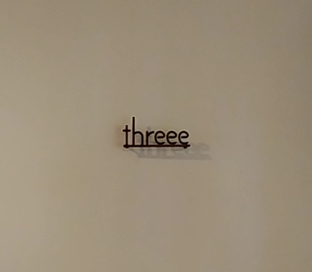 threeeロゴ文字