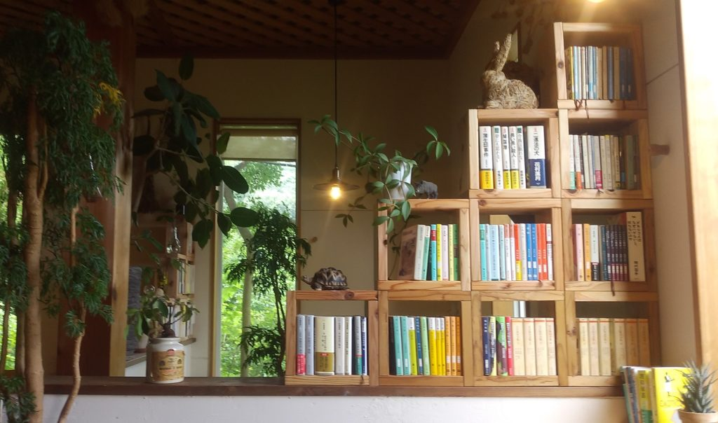 『ゆるりと』本棚1