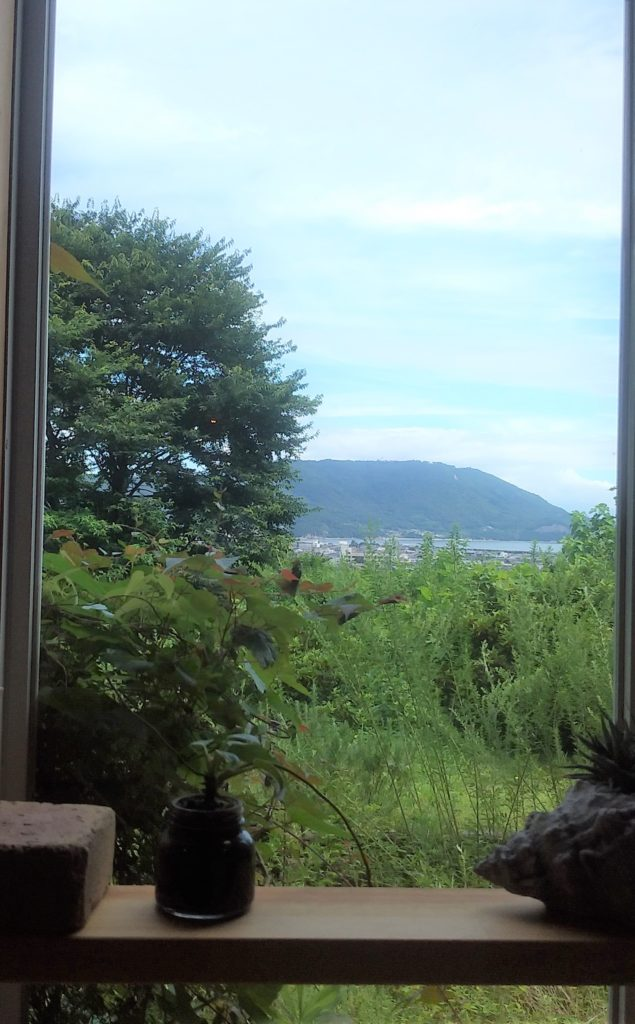 『ゆるりと』窓の景色