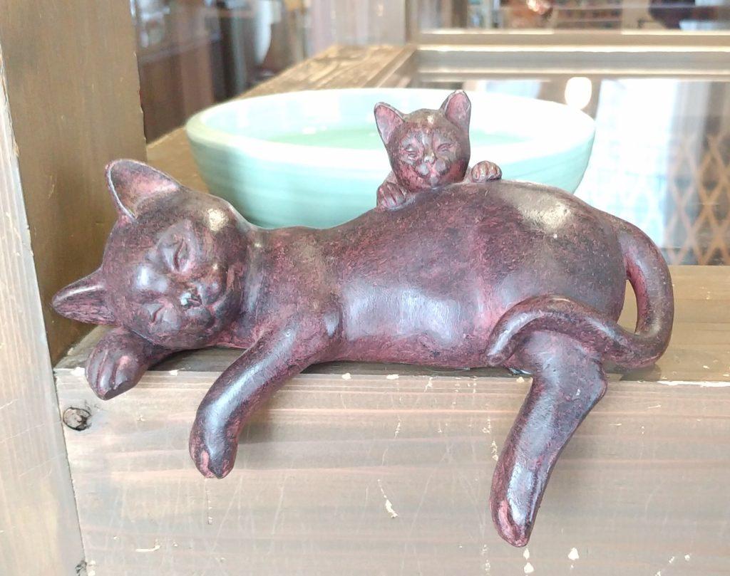 『猫カフェ ねこちゃる』ブロンズ猫