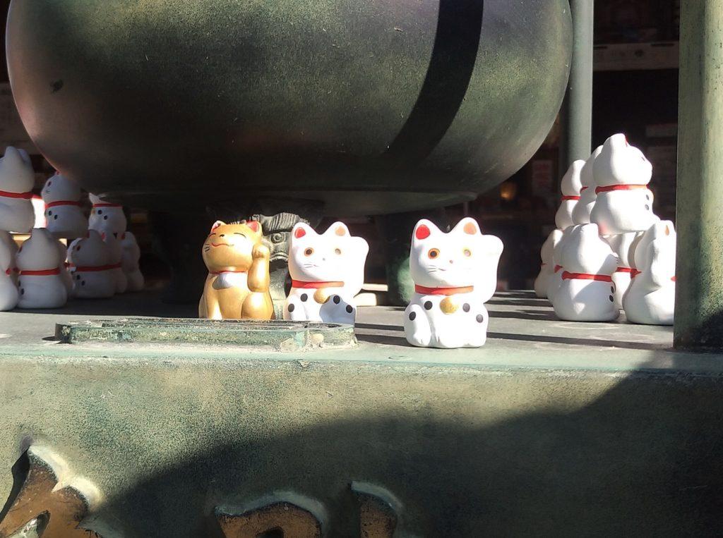 『白峰寺』常香炉前の招き猫3