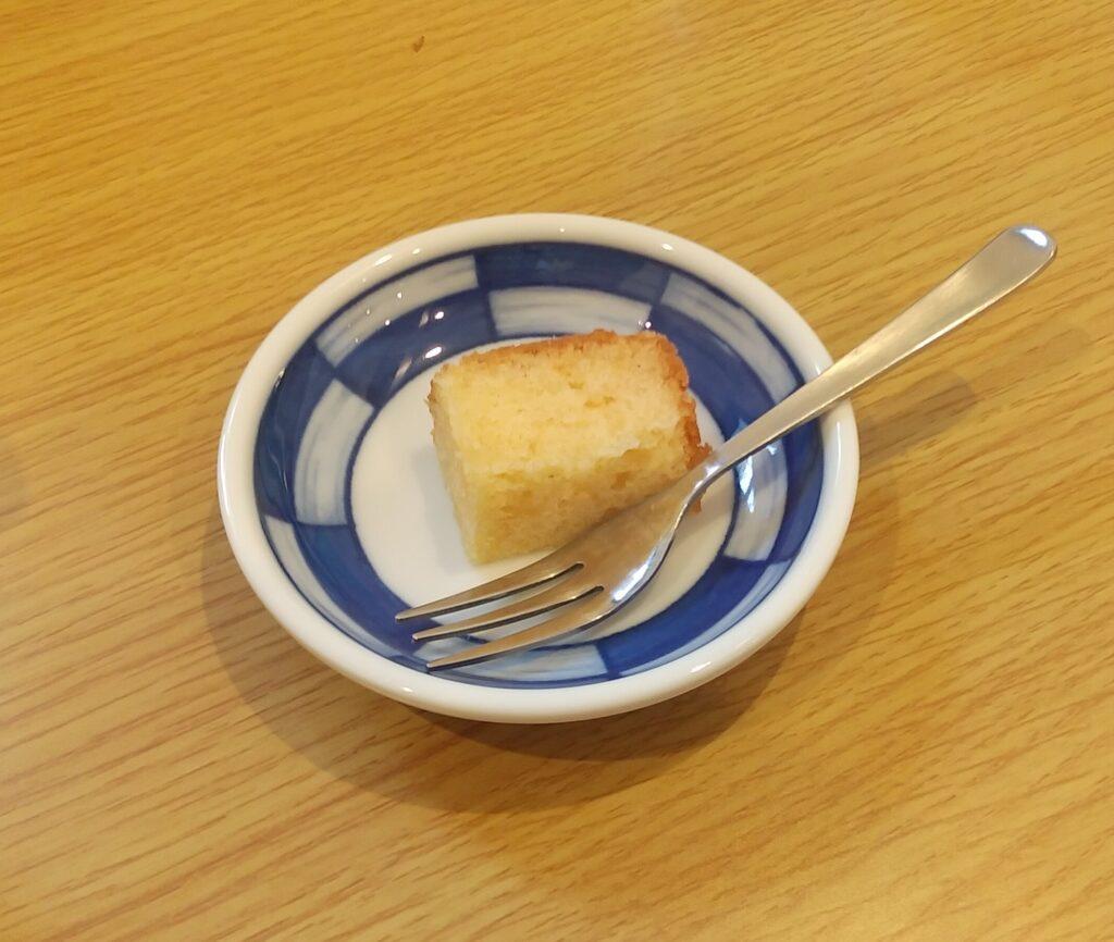 ピボットカフェ、ミニケーキのサービス